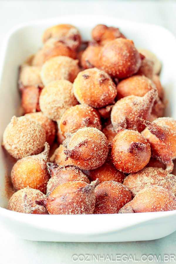 Donut Holes Easy - Make homemade donuts easier and takes just 20 minutes to make. Mix the dough, fry it, pass on the sugar and eat!